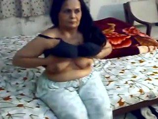 Mature Punjabi Aunty Nude On Bed