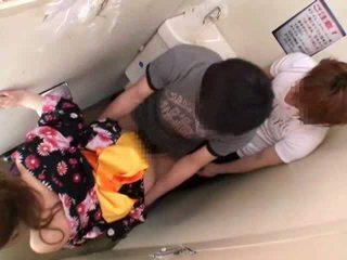 متلمس و مارس الجنس في جمهور مرحاض