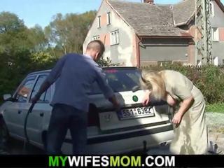Die vollbusige Skye Blue fickt im Auto, bekommt Creampie und Sperma auf große Titten