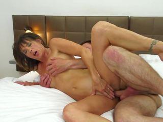 Küpsemad abielunaine petmine koos noor poiss sisse hotell: tasuta porno 88