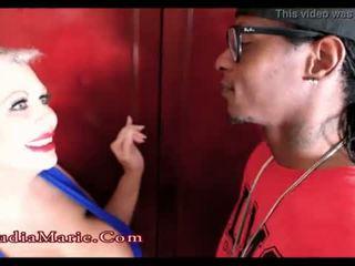 巨大な fake 乳首 娼婦 claudia marie cheats 上の 夫 とともに a ブラック 男 <span class=duration>- 1 min 43 sec</span>