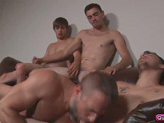 Dirk fucks 3 quente studs em stepfathers segredo