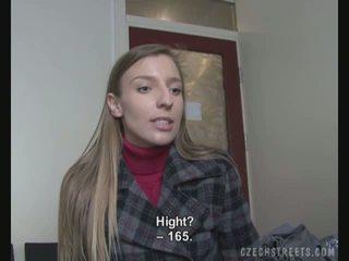 Gjutning video- med an amatör gata flicka