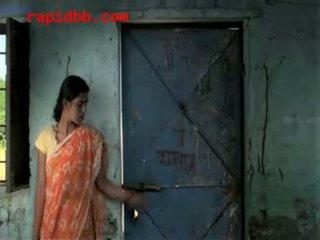 Desa gadis diperlakukan tidak baik oleh richman
