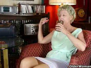 grannies tube, hq matures neuken, milfs thumbnail