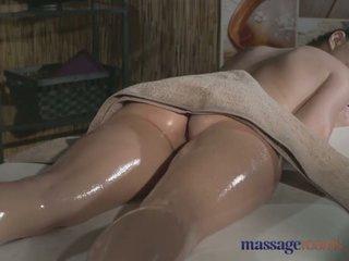 Masaż rooms tattooed stunner has piękne ogolone hole filled z kutas - porno wideo 481