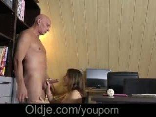 Evelina asks jej stary trainer do proszę jej napalone cipka