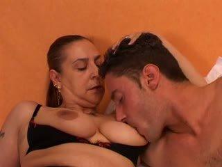 Vecmāmiņa gives a sekss lesson līdz viņai jauns lover: bezmaksas porno 66