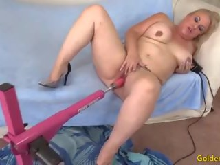 Mature Woman is Satisfied by a Fucking Machine: HD Porn 8f