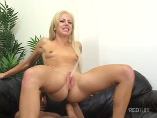 Cock makes her squirt