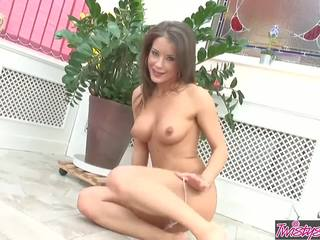 ideaal brunette scène, speelgoed, heetste kaukasisch video-