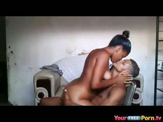 Afrikane teenagers në kushte shtëpie sextape
