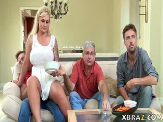 Mostohaanya bevállalós anyuka seduces neki stepson -val övé apu jobb ott