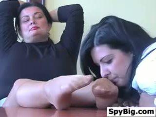Latina loves šī pieauguša womans pēdas
