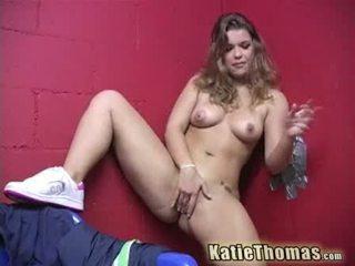 Katie thomas et son gloryhole bite