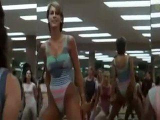 Seksi dekleta doing aerobics exercises v a poredno način