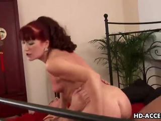 Eldre redhead esmeralda gets en faen