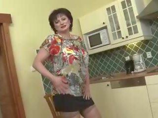 grote borsten, grannies klem, matures neuken