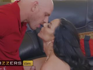 Big tit milf Kendra Lust sucks off the big dick pizza boy - Brazzers