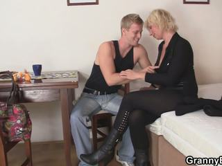 nice grannies, any matures online, all old+young most