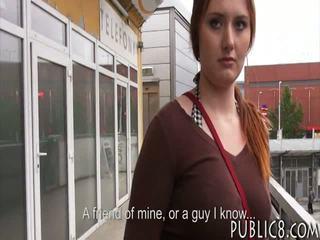 巨大 胸部 捷克語 女孩 性交 在 總線 停止 為 一些 金錢