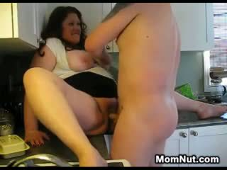 Velika ženska creampied v the kuhinja
