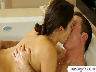 Cycate masseuse valentina nappi gives masaż i fucked
