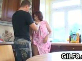 Дебели бабичка having секс в на кухня