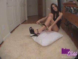Haley wilde slaps son étroit chaud cul comme elle gets baisée dur doggy style