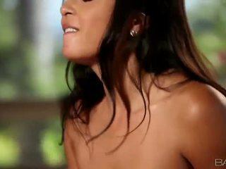 นมโต เอเชีย ผู้หญิงสวย adrianna luna pounded