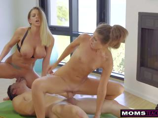 Momsteachsex - Daughter Eats Step-moms Cum Filled Pussy