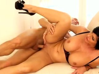 brunette fersk, moro oral sex, tatoveringer fin