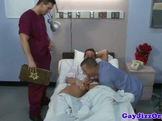 Ejaculações loving médico cocksucking hung paciente