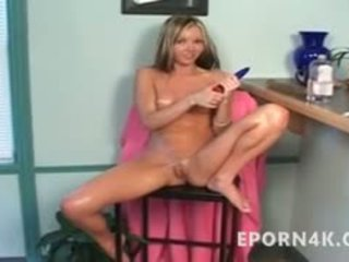 Squirting Body-oiled Teen Blonde Dildoing