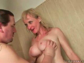 Two guys seks / persetubuhan dan kencing pada teruk nenek