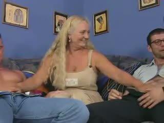 Nonnina puttana in un reverse anale piledrive, porno dd