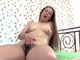 Valentina ross masturbates মধ্যে বিছানা