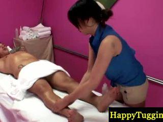 リアル アジアの masseuse gets いたずらな