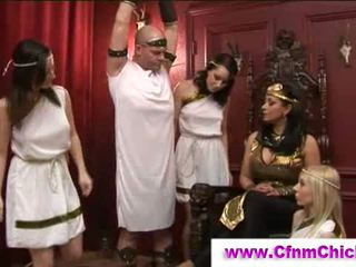 Lei vestita lui nudo greco queens segarsi guy