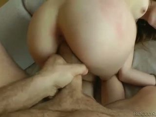Kuszące kurwa ball licking i banged pov