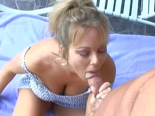Smoking Hot Mommy: Free Outdoor HD Porn Video 12