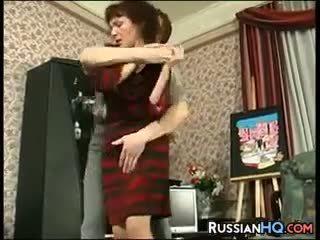 Dewasa penis di belahan dada kacau oleh sebuah muda guy