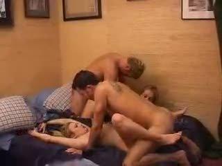 เต็ม บน สมัครเล่น เมีย swap เซ็กส์หมู่ 4 คน