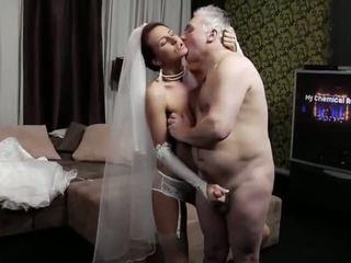 Naughty-hotties.net - lama lelaki dan yang muda pengantin perempuan - lucah video 661