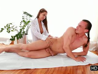 masseuse tube, pijpbeurt scène, handjobs thumbnail