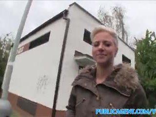 Publicagent mēle pierced blondīne fucks uz publisks