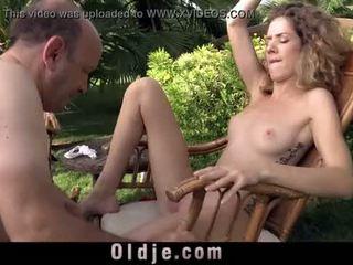 Χαριτωμένο curly έφηβος/η gets laid με χοντρός/ή γιαγιά