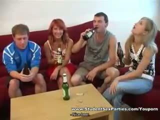 zien dronken, kijken partij, vers tiener