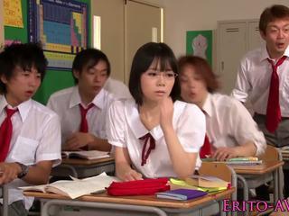 חמוד squirting אסייתי תלמידת בית ספר yui tsubaki