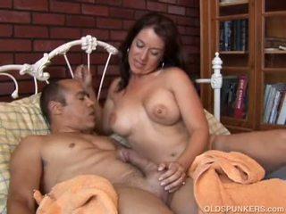 Seksowne sandy jest a piękne brunetka mamuśka kto loves gorące sticky sperma